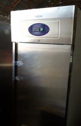 Продам холодильный шкаф бу Tefcold RK 710 для общепита